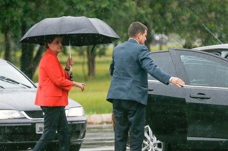 Servidores de Dilma custaram mais de R$ 1 milhão