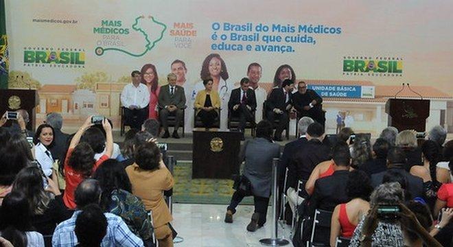 Para ministro, modelo atual do Mais Médicos criado no governo de Dilma Rousseff 'parece mais um bico'