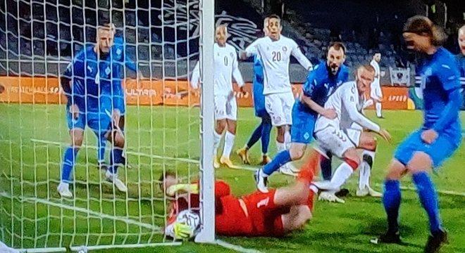 O momento do gol gontra de Sugurjónsson