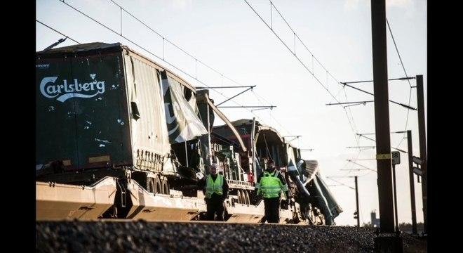 Trens de passageiros e de carga podem ter se chocado em ponte na Dinamarca