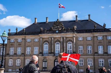 Dinamarca vai reabrir pequenos comércios