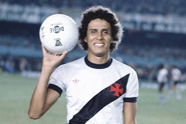 Dinamite também é o maior artilheiro da história do Campeonato Carioca com 279 gols.
