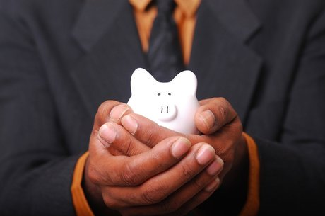 Enxurrada de gastos sem separar reservas para o futuro