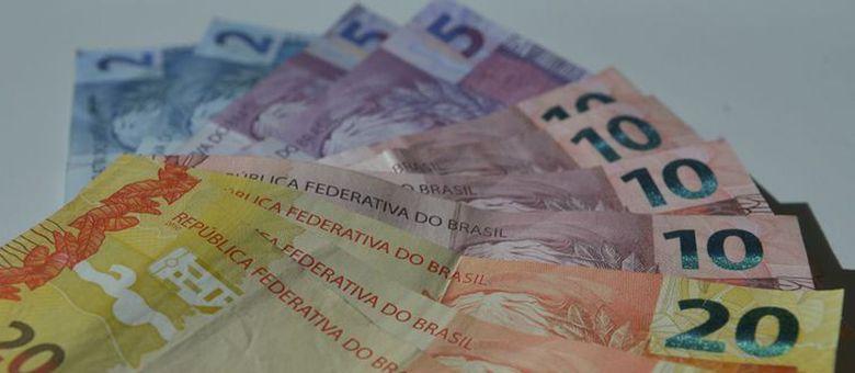 Governo Bolsonaro tem até o dia 15 para definir a política de reajuste do salário mínimo