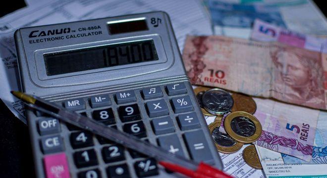 Corte de gastos e mudança de hábitos são alternativas para contornar crise