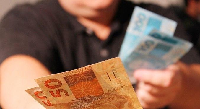 Maioria das pessoas que tem a intenção de pedir empréstimo quer pagar dívida