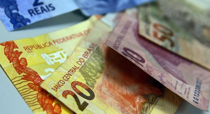 O valor total das dívidas atingiu R$ 244,5 bilhões, uma média de R$ 3.929,00 por pessoa