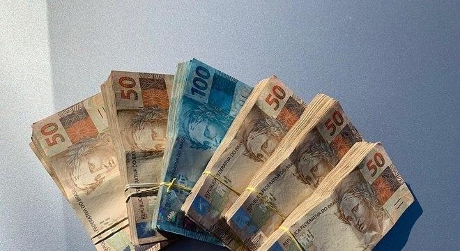 Salário mínimo será de R$ 1.067 em 2021