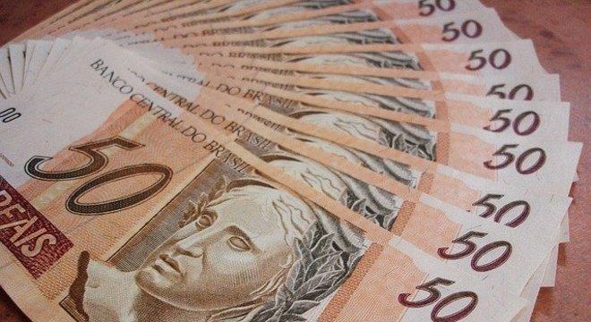 Monitor do PIB aponta queda de 13,5% em abril, afirma FGV