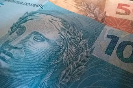 Brasil gasta 10% do PIB com funcionários públicos