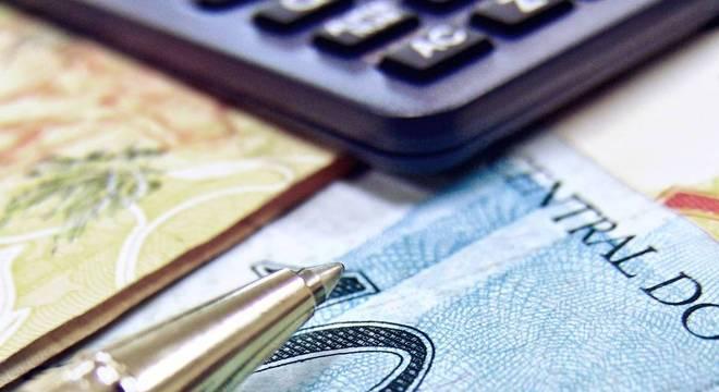 Mais de 63 milhões de brasileiros não conseguem fechar todas as contas no mês