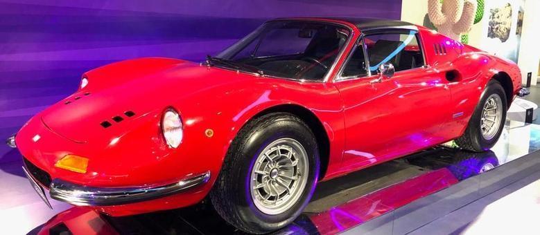 Ferrari Dino, carro que fez sucesso comercial e ajudou a tirar a marca italiana de uma crise
