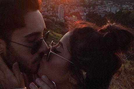 Diogo Melim e Nanda Caroll assumem namoro