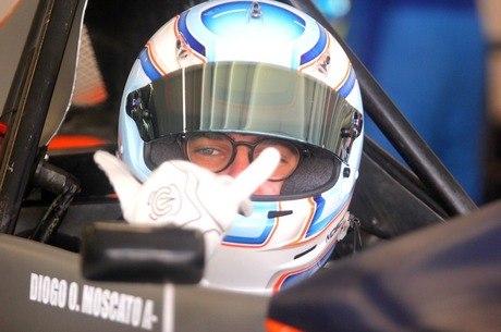 Moscato, de 16 anos, está crescendo no automobilismo