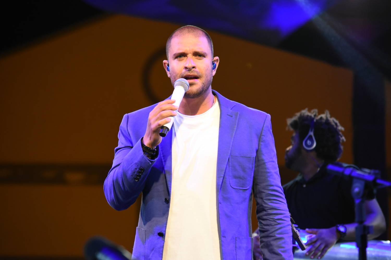 Sambista cantou sucessos em show no Recife