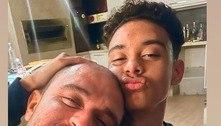 Paolla Oliveira faz foto de Diogo Nogueira e do filho do cantor