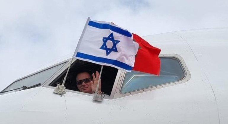 Chanceler israelense, Yair Lapid, publicou uma foto no Twitter após pousar no Morrocos