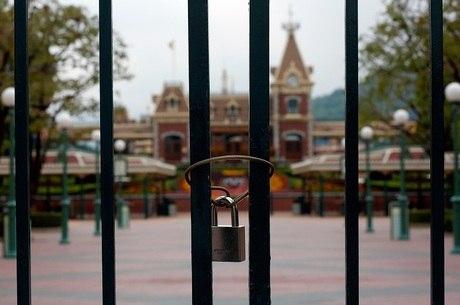 Portões fechados da Disney de Hong Kong