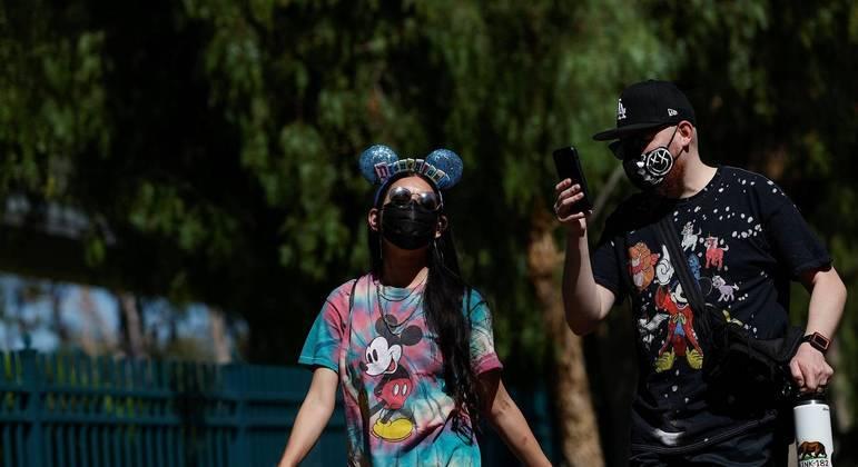 Disney vai manter uso de máscaras em lugares fechados dos parques
