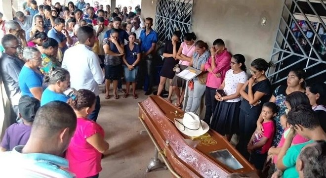 O corpo do líder seringueiro Nemis Machado de Oliveira foi velado por parentes e amigos