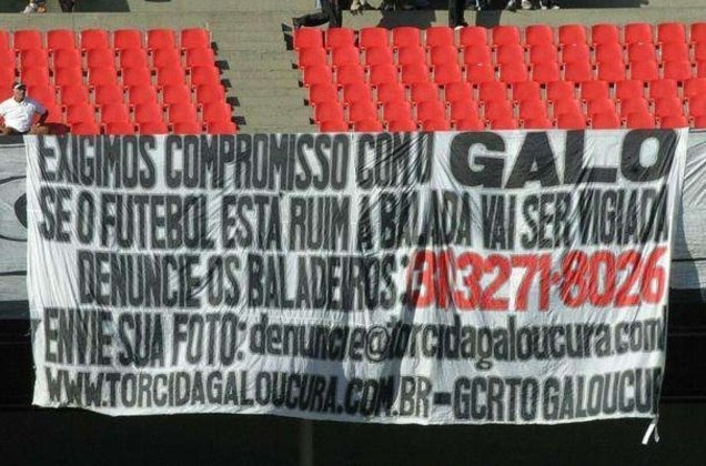 'Disque Denúncia de Baladeiros': torcedores do Galo protestaram contra jogadores em 2005, ano do rebaixamento no Brasileirão