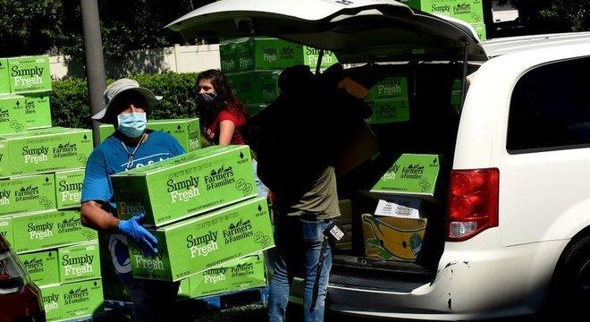A crise econômica devido ao coronavírus deixou milhares de pessoas dependendo de ajuda para se alimentar