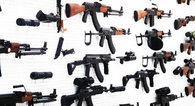 'A história se repete sempre que há um caso com grande repercussão: um grupo de congressistas defende regras mais rígidas para a venda de armas, enquanto outro tenta ampliar o acesso', diz Mark Bryant