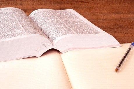 Livros didáticos sofreram queda nas vendas