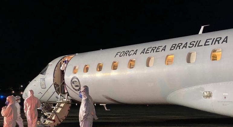 Avião da FAB atua no transporte de pacientes de Manaus para outras cidades