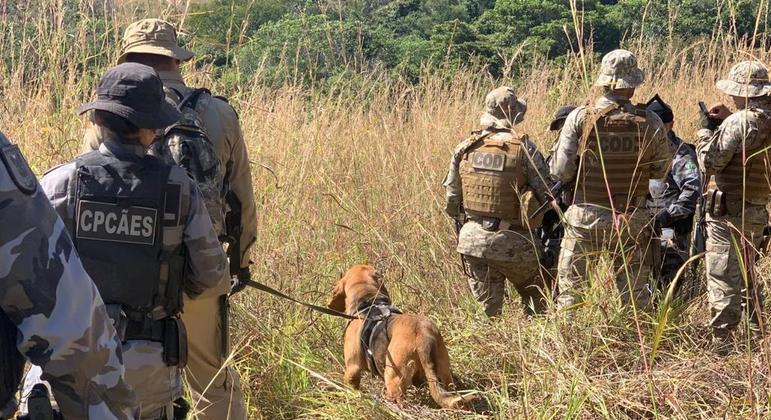 Policiais contam com reforço de cães farejadores para encontrar Lázaro Barbosa