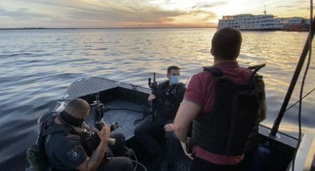 Polícia estourou balada de luxo em barco no AM