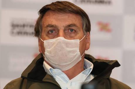 Bolsonaro deverá ficar ao menos 14 dias isolado