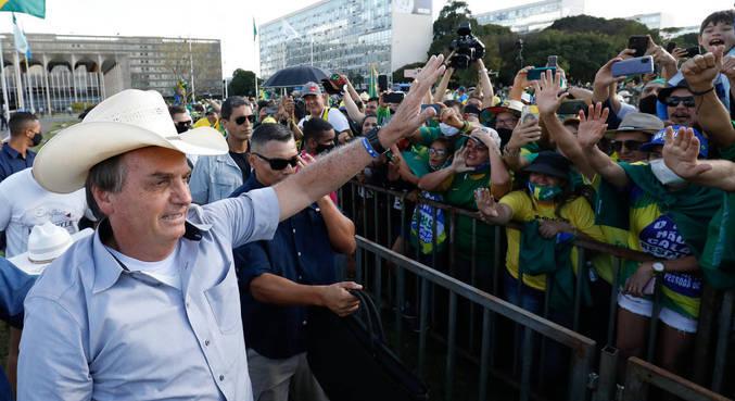 Bolsonaro participou de manifestação em Brasília no último sábado (15)
