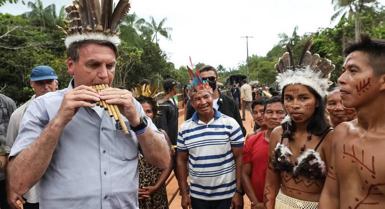 Bolsonaro durante visita a comunidade indígena no Amazonas: 'Eles querem produzir'