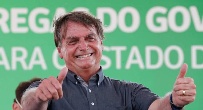Presidente Jair Bolsonaro volta a defender a liberação de armas