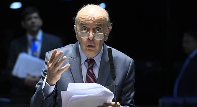 O senador José Serra (PSDB-S), que deve a denúncia suspensa