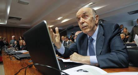 Senador José Serra está internado com covid