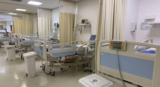 Leitos de UTI preparados para receber pacientes que contraíram a covid-19