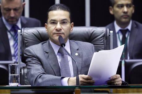 Líder do Centrão, Marcos Pereira concorda com adiamento das Eleições