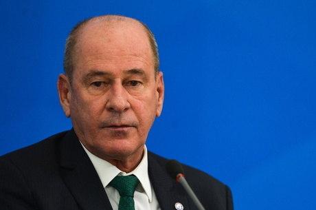 Ministro Fernando Azevedo quer reforço no caixa