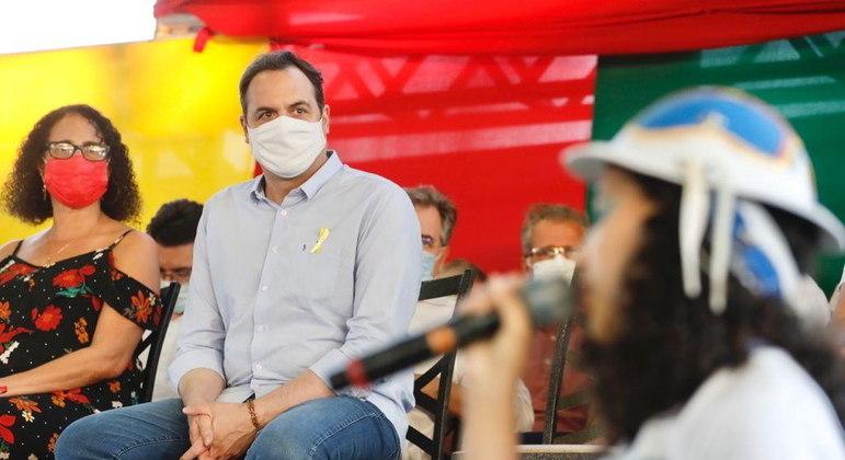 O governador de Pernambuco, Paulo Câmara, é o autor do decreto