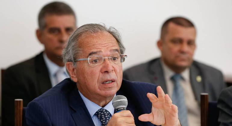 Ministro da Economia, Paulo Guedes, vai protocolar petição à PGR e ao STF