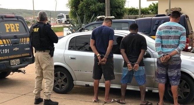 O homem libertado afirmou aos agentes que foi sequestrado em Pernambuco