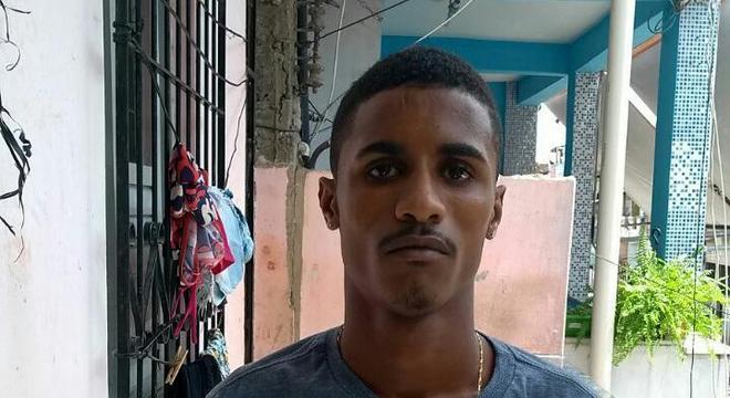 No celular apreendido com o criminoso, ele confessa a morte de um rival