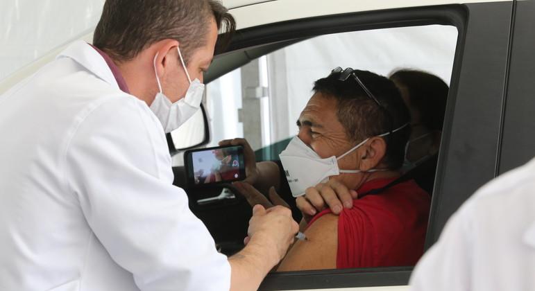 Franco da Rocha suspende vacinação em drive-thru por causa de incêndio no Juquery