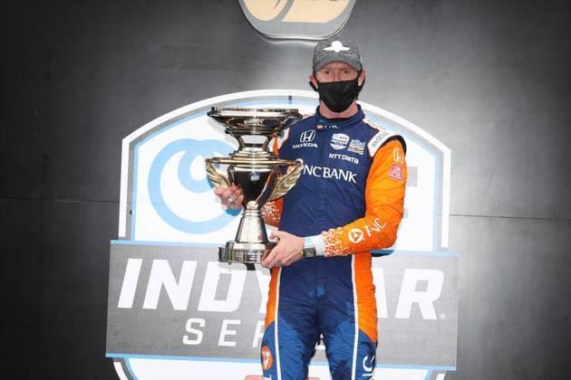 Dixon também venceu a primeira corrida no misto de Indianápolis, com Newgarden em sétimo