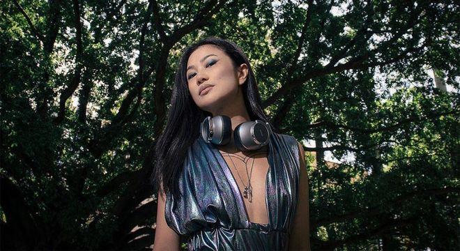 A DJ Eli Iwasa é um dos destaques da cena eletrônica