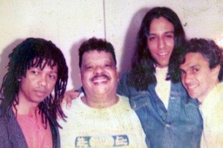 Carmelo posa ao lado de Djavan, Tim e Caetano