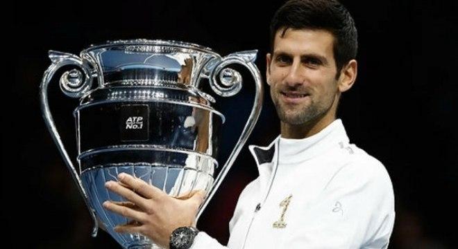 Nole, com o troféu de número um