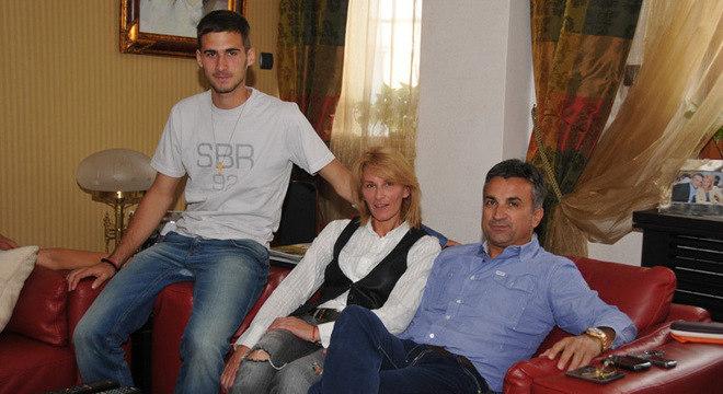 Com os pais, Dijana e Srdan